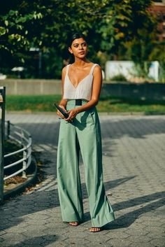 Street style fashion Fashion week fashionweek fashion womensfashion streetstyle ootd Source by Copy Fashion Love LUXE outfit ideas casual street STYLE week Hipster Fashion Style, Trend Fashion, 2020 Fashion Trends, Fashion Week, Fashion 2020, Look Fashion, Petite Fashion, Woman Fashion, Ladies Fashion
