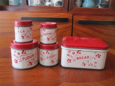 Vintage Childs Tin Six Piece Canister Set Vintage Bread Boxes, Vintage Tins, Vintage Dolls, Vintage Dishes, Antique Toys, Antique Pottery, Vintage Kitchenware, Toy Kitchen, Canister Sets