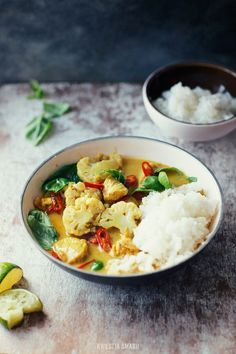 Yellow Curry with Cauliflower, Chicken, & Basil | Kwestia Smaku