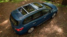 Nissan Pathfinder® Platinum shown in Arctic Blue Metallic with optional equipment.