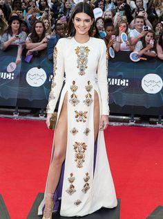 Love the dress!! Kendal Jenner at the MMVA.@designbeyondlimits.wordpress.com