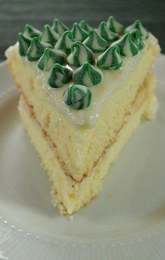 <p>Pastanelerdeki muzlu pastaları sevenler bu pastaya bayılacaklar. Malzemeler Pandispanyası için 4 adet yumurta 4 yemek kaşığı kaynar su 150 gram şeker 1 paket vanilya 100 gram un 100 gram nişasta 2 tatlı kaşığı kabartma tozu Kreması için 3 su bardağı süt 2 yemek kaşığı tepeleme un 1 yemek kaşığı nişasta 1 su bardağı şeker 1 […]</p>