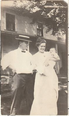 Vintage Photograph Original Black and White Happy Victorian Family Portrait Mother Father Baby Vintage Family Photos, Vintage Pictures, Vintage Photographs, Image Photography, Portrait Photography, Mother Father And Baby, Black And White Photography, Family Portraits, Old Photos