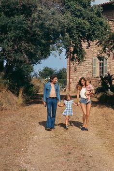 Serge Gainsbourg, Kate Barry, Jane Birkin et Charlotte 1972
