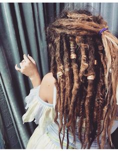Female Dreadlocks: 70 options for non-standard images - Afro Hair Dread Braids, Dreadlocks Girl, Blonde Dreads Girl, White Girl Dreads, Dread Bun, Box Braids, Thick Dreads, Natural Dreads, Dreadlock Styles