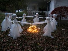 Hello my SpaRkLy FriEnds!      Halloween is just around the corner  and here are a few new ideas on making my lawn ghosts!    My Law...