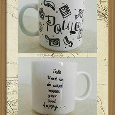 Usando dibujos podemos decorar una taza con todo lo que nos gusta hacer.