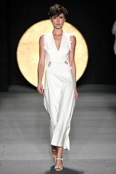 Apresentação de Lilly Sarti no #SPFWN47 #SPFW Catwalk, Ideias Fashion, Formal Dresses, Girls, Life, Clothes, Light Dress, Simple, Woman