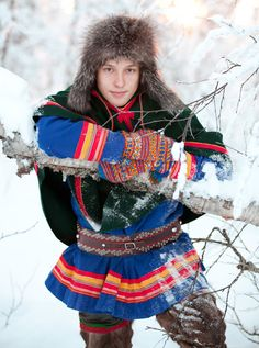 Hello all, Today I will do an overview of the costumes of the Saami people. Previously they were called Lapps, but this is not wh. Folk Costume, Costumes, Rowan Felted Tweed, Unique Jobs, Lappland, Matou, Thrift Fashion, World Cultures, Traditional Dresses
