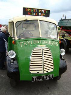 -=-Morris J Type Vans-=- : June 2011