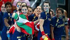 Épico bronce de las chicas de oro del balonmano