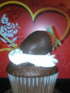 Valentine chocolate cupcake with chocolate dipped strawberries