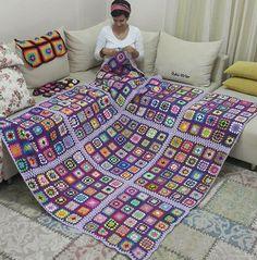 Transcendent Crochet a Solid Granny Square Ideas. Inconceivable Crochet a Solid Granny Square Ideas. Crochet Bedspread, Crochet Quilt, Crochet Squares, Crochet Blanket Patterns, Crochet Granny, Baby Blanket Crochet, Easy Crochet, Knit Crochet, Knitting Patterns