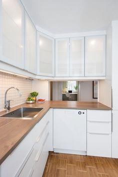 Pent og stilrent kjøkken som fikk ny innredning inkludert hvitevarer i 2015.