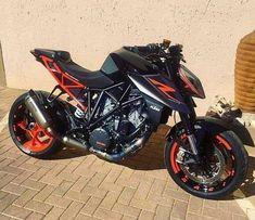 No photo description available. Duke Motorcycle, Street Fighter Motorcycle, Duke Bike, Futuristic Motorcycle, Ktm Duke, Moto Ktm, Moto Bike, Motos Honda, Honda Grom