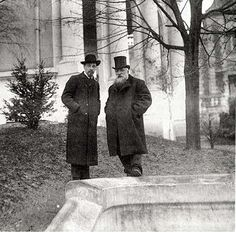 Rainer Maria Rilke and Auguste Rodin, Paris, 1902 / Roger-Viollet Rainer Maria Rilke, Auguste Rodin, Musée Rodin, Camille Claudel, Writers And Poets, Victoria And Albert Museum, Nogent Sur Seine, French Sculptor, Portraits