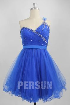 Robe de bal bleu royal courte bleu royal à col asymétrique plissé embelli de strass exquis Tulle, Strapless Dress Formal, Formal Dresses, Fashion, Royal Blue Prom Dresses, Rhinestones, Dress Ideas, Dresses For Formal, Moda