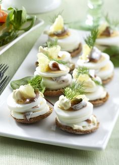 Egg and anchovy bite for Easter dinner starter - Muna-anjovistapakset, resept. Food Porn, Easter Dinner, Mini Cupcakes, Food Inspiration, Tapas, Cheesecake, Easy Meals, Food And Drink, Appetizers