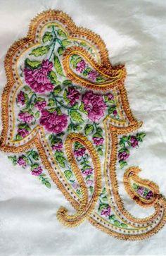 (via SAMEEKSHA Boutiqe Samples, Embroidered saree corner)