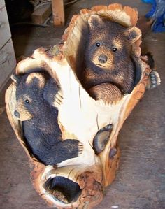 If you are looking for some ideas to have any wooden sculpture any soon, you need to have a look at these Realistic Handmade Wooden Animal Sculptures. Chainsaw Wood Carving, Wood Carving Art, Wood Carvings, Art Sculpture, Animal Sculptures, Chain Saw Art, Black Bear Decor, Tree Carving, Wood Carving Patterns