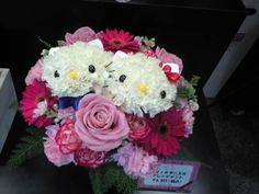 #Questina store in Ginza. Those flowers were arranged in a #hellokitty shape. Do you like it?