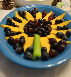Absolutely Adorable Sunflower Cheese And Fruit/veggie Tray. So Cute And So  Delish!) Fit Perfectly With The Sunflower Themed Baby Shower!