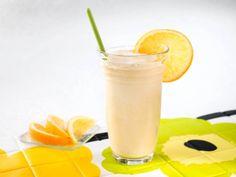 Необходимые ингредиенты для блюда Коктейль молочный безалкогольный с цитрусами и мороженым:      50 — 60 мл. сока ананаса свежевыжатого;     50 — 60 мл. нектара из бананов или 1 банан;     50 — 60 мл. сока абрикос с мякотью;     50 — 60 мл. сока из персиков с мякотью;     140 мл. холодного молока;     1 пакетик сахара ванильного;     60 — 70 гр. фруктового мороженого или мороженого на сливках;     законсервированные ананасы, персики, вишня.