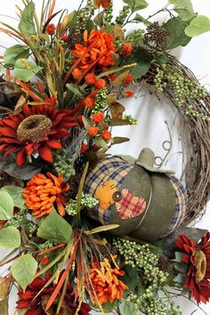 Decorating for fall is like decorating for a holiday.to me, autumn is a long (hopefully), beautiful holiday. Halloween Home Decor, Fall Halloween, Halloween Decorations, Xmas Wreaths, Thanksgiving Wreaths, How To Make Wreaths, Fall Pumpkins, Fall Crafts, Fall Decor
