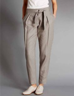 Damesmode, Autograph broek van zuiver linnen met smal toelopende pijpen en ceintuur. MEER  http://www.pops-fashion.com/?p=28649