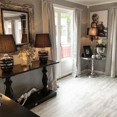 Utrolig flott og stilfullt hos @vfred93  #dubaikonsollbord fra @classicliving. Ha en fin lørdag  #konsollbord #stue #livingroom# #Dubaikonsollbord #interior444 #interior125 #interiør #interior123 #classy #dubaicollection