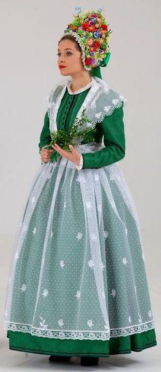 Portrait of a woman wearing traditional clothes, Poznań, Poland Polish Clothing, Folk Clothing, Historical Clothing, Folk Fashion, Ethnic Fashion, Folk Costume, Costume Dress, Folklore, Costume Ethnique