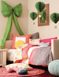 DIY giant bow. Love this, instead of a headboard for the bed the bow would be a great replacement.