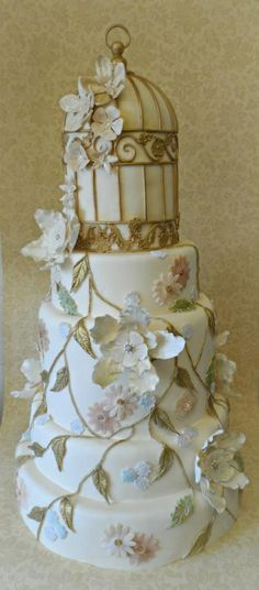 Gorgeous birdcage wedding cake inspired by a Claire Pettibone wedding gown.   ᘡղᘠ