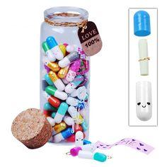 €9,95 Liefdespillen: Elke pil bevat een klein papiertje waarop je iets liefs kunt schrijven. Leuk idee om een jarige, een zieke of je partner mee te verrassen