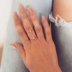 déco ongle gel nude combinée bagues anneaux or #nail #decoration