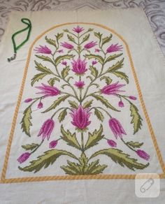 Etamin lale işlemeli seccade Cross Stitch Embroidery, Rugs, Crafts, Towels, Herb, Hampers, Embroidery, Crosses, Seed Stitch