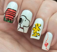 I love these Peanuts nails. Snoopy and Woodstock are so cute together <3