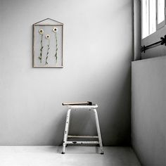 Six fuss-free ways to display art (trip to framing store not required). Above: The Moebe Frame, designed by Copenhagen design collaborative Moebe, consists Diy Hanging Shelves, Hanging Art, Wall Shelves, Floating Shelves, Floating Frame, Boffi, Diy Home Decor Projects, Mason Jar Diy, Design Shop