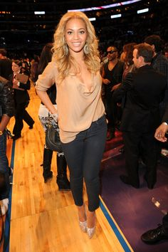 shes at a motherfreaking basketball game looking amazing. duh. shes beyonce.