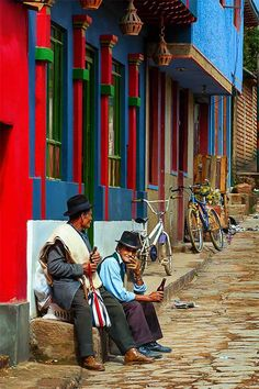 Impressive photos of Colombia! On this photo you can see Ráquira, Boyacá, a place that takes you back in time. The perfect place to travel and to explore a new city. Bolivia, National Geographic, Panama, Travel Around The World, Around The Worlds, Colombian Culture, Colombia Travel, Equador, Beaux Villages