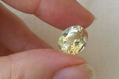 Greenish Yellow Heliodor Gemstone. Oval cut. 5.53 ct. Natural Untreated light greenish yellow Heliodor (Beryl) Gemstone. High quality. Beautiful bright, excellent proportions. WEIGHT : 5.53 ct SIZE :
