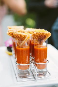 17 Wedding Appetizer Ideas for the Best Cocktail Hour Ever: Grilled Cheese & Tomato Soup. Have servers pass out tomato-soup shooters topped with a wedge of grilled cheese. Mini Appetizers, Wedding Appetizers, Appetizer Recipes, Appetizer Ideas, Easter Recipes, Shot Glass Appetizers, Party Recipes, Recipes Dinner, Mini Party Foods