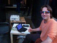 Upatseb showing Nagual on RetroMadrid 2013 with ChromaDepth glasses