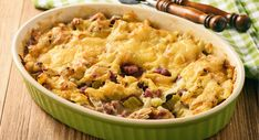 Casserole with bread, leek, ham and cheese. Sausage Bread, Sausage And Egg, Ham And Cheese, Macaroni And Cheese, Breakfast Casserole With Biscuits, Good Food, Yummy Food, Cooking Recipes, Healthy Recipes