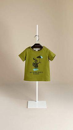 Foto con percha. Camisa verde Burberry.
