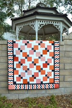 Piece a Halloween Disappearing Quilt! Quilt a Pumpkin Patchwork Table Runner and Jack-o-Lantern Pillow! Cross Stitch a Halloween Quilt Patterns, Halloween Quilts, Halloween 4, Halloween Blocks, Halloween Sewing, Halloween Fabric, Halloween Table, Quilting Tutorials, Quilting Projects