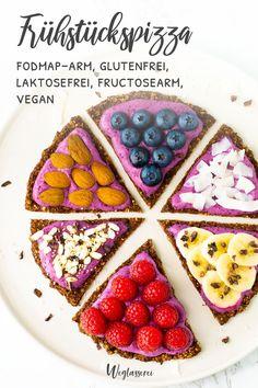 Wie wäre es mit Pizza zum Frühstück? Gesund, lecker und bekömmlich! Noch mehr FODMAP-arme Rezepte auf Deutsch findest du auf meinem Blog Weglasserei. Sowie Motivation, um deine Nahrungsmittelunverträglichkeit oder Reizdarm in den Griff zu bekommen. #gesunderezepte #glutenfrei #laktosefrei #fructosearm #lebensmittelunvertraeglichkeit #fodmap #fodmapdiät #fodmaparm #lowfodmap #vegan Fodmap Recipes, Diet Recipes, Vegan Recipes, Cooking Recipes, Vegan Ravioli, Healthy Sweet Snacks, Breakfast Pizza, Fodmap Diet, Coconut Yogurt