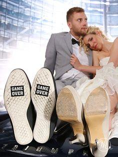 Stickers Game over. Ihr könnt sie unter der Sohle der Schuhe angreifen, um eure Hochzeit froh und sympatisch zu erweisen.