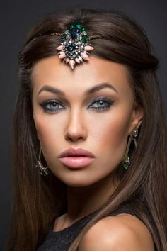 The bejewelled headband is perfect for an Indian wedding or 1920s inspired look!