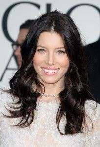 Hair wedding The Most Inspirational Celebrity Quotes on Aging Former cover girl Jessica Biel& almost-black waves make her fair skin and sweet, pink lips the center of attention. Brown Hair Colours For Pale Skin, Dark Brown Hair Rich, Dark Hair, Jessica Biel, Naturally Curly Updo, Hairdresser On Fire, Hair Fair, Fair Skin, How To Make Hair